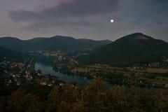 Europejski rzeczny Elbe w Dolni Zalezly i Sebuzi wioskach gdy przeglądać od Mlynaruv kamen punktu obserwacyjnego w czeskich środk Obrazy Royalty Free