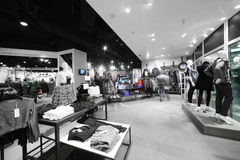 Europejski sklep odzieżowy z ogromną kolekcją Obrazy Royalty Free