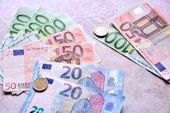 Europengar i sedlar och mynt royaltyfri foto