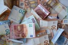 Europengarbaknotes 20 50 100 euroeuropean för 500 valuta 5000 roubles för modell för bakgrundsbillspengar Royaltyfri Bild