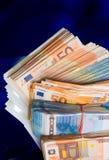 europengarsedlar, hög av pengar, kassa, bunt, nya räkningar som isoleras royaltyfri foto