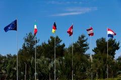 Europeo Flaggs un giorno soleggiato in Italia Fotografia Stock