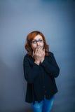 Europeo - guardando gli anni della donna consegna il suo Immagini Stock