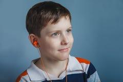 Europeo-mirada del muchacho de diez años con Imagenes de archivo