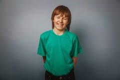 Europeo-mirada del muchacho de diez años de risa, a Fotografía de archivo