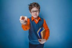 Europeo-mirada del muchacho de diez años en vidrios con Foto de archivo libre de regalías