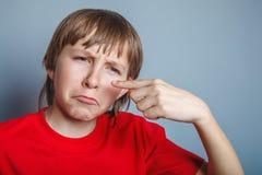 Europeo-mirando al muchacho de diez años de espinilla en Fotos de archivo libres de regalías
