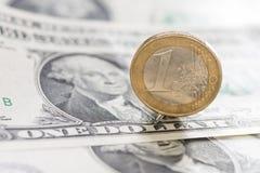 Europeo y dinero del americano de los E.E.U.U. Imágenes de archivo libres de regalías