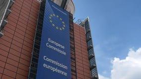 Europese commissie, voor van Berlaymontgebouw in centraal Brussel stock video