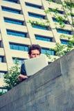 Europese gediplomeerde student die in New York bestuderen royalty-vrije stock afbeeldingen