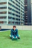 Europese gediplomeerde student die in New York bestuderen royalty-vrije stock foto