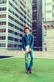 Europese gediplomeerde student die in New York bestuderen royalty-vrije stock foto's