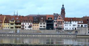 Europese Huizen op een Rivier royalty-vrije stock afbeelding