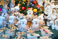 Europese Kerstmismarktkraam met verschillende giften Royalty-vrije Stock Foto