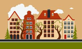 Europese stad De daglente van de de zomerherfst Stadsstraat met drie huizen, bomen vergankelijk en naald royalty-vrije illustratie
