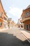 Europese stadsstraat in de ochtend Royalty-vrije Stock Afbeeldingen