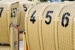 Europese Strand rieten stoelen Royalty-vrije Stock Afbeelding