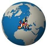 Europese Unie grondgebied met vlaggen over bolkaart Stock Afbeelding