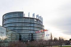 Europese Unie Vlaggen en de vlagvliegen van Frankrijk bij helft-mast Stock Foto's