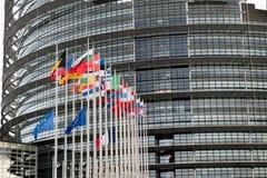 Europese Unie Vlaggen en de vlagvliegen van Frankrijk bij helft-mast Royalty-vrije Stock Foto's
