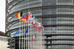 Europese Unie Vlaggen en de vlagvliegen van Frankrijk bij helft-mast Royalty-vrije Stock Afbeelding