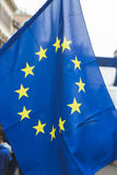 Europese vlag bij de parade van de Bevrijdingsdag in Milaan, Italië Stock Foto