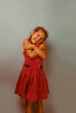 Europäisches Auftrittjahrzehnt des Mädchens, das sich an umarmt Stockfoto