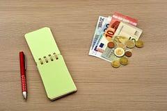 Euroräkningar, anteckningsbok Royaltyfri Fotografi