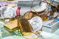 Euroräkningar, guld och silver Arkivfoto