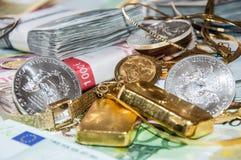 Euroräkningar som är guld- och, försilvrar Royaltyfri Fotografi