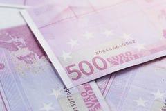 500 euroräkningar som en bakgrund fotografering för bildbyråer