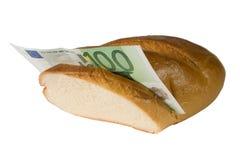 Eurorechnung in einem Stangenbrot Stockfotografie