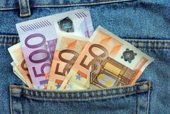 Eurorechnungen in einer Blue Jeanstasche Lizenzfreies Stockbild