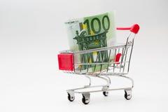 Eurorechnungen im Warenkorb Lizenzfreies Stockbild