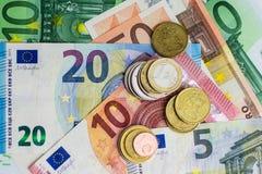 Eurorechnungen und Münzen - Bargeld Stockfotografie