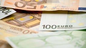 Eurorechnungen von verschiedenen Werten Eurorechnung von hundert stockfoto