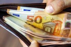Euros dans le portefeuille Image libre de droits