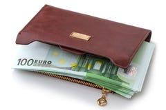 Euros dans les billets de banque dans un portefeuille Photo stock