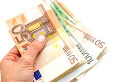 Euros in den Händen auf weißem Hintergrund Lizenzfreie Stockbilder