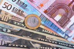 Euros, Dollar und russische Münze Stockfotos