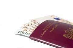Euros en un pasaporte holandés Imagenes de archivo