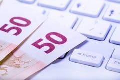 Euros en un teclado imágenes de archivo libres de regalías