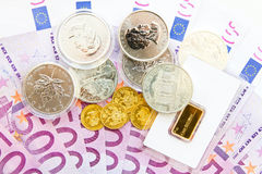 500 Euros, Gold und Silber Stockfotos
