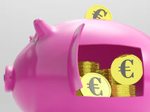 Euros In Piggy Shows Currency en Investering Royalty-vrije Stock Foto's