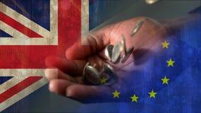 Euros que caem no vídeo das mãos vídeos de arquivo
