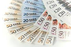 Euros y billetes de banco esterlinas Fotografía de archivo libre de regalías