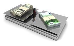 Euros y dólares de balance del dinero en circulación Imagenes de archivo
