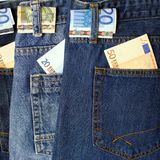 Eurosedel i jeansfack Arkivfoton