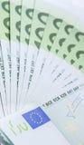Eurosedlar av närbild 100 Arkivfoto