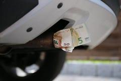 Eurosedlar i ett medelavgasrör Royaltyfria Bilder